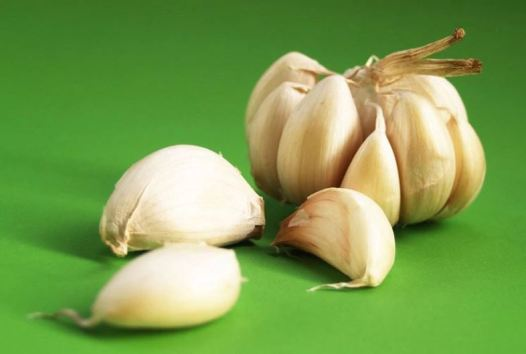 How to clear up acne - garlic
